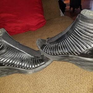 Nike lunarsandiator size 8